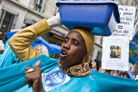 Bintou Ibrahima Datt en un momento de la manifestación a favor del agua pública celebrada en Marsella /J. Marcos
