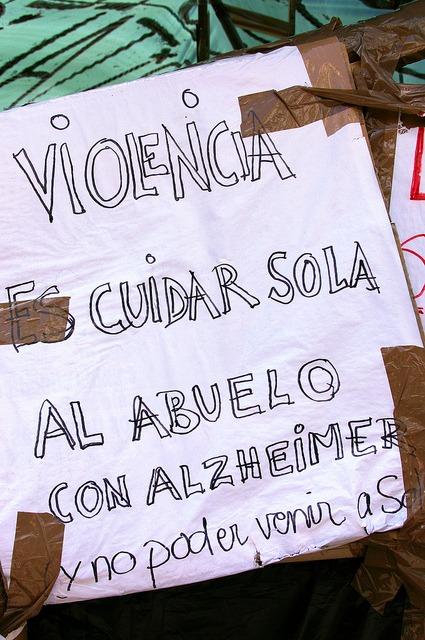 Cartel del 15M: Violencia es cuidar sola al abuelo con alzheimer y no poder venir a Sol. / Gaelx