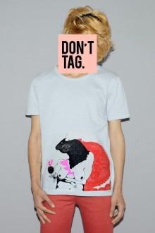 Una de las camisetas/lienzo de INDISORDER, diseñada por Coco Riot