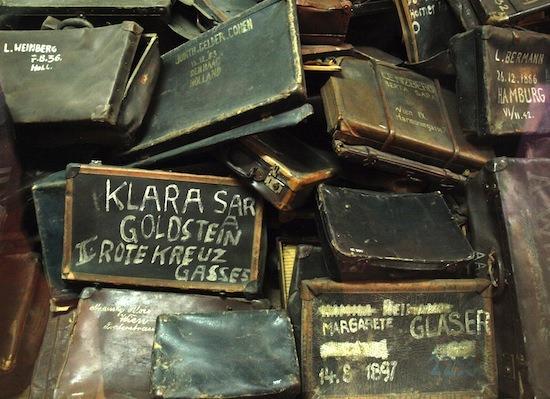 Maletas en Auschwitz./ Cristina E. Lozano
