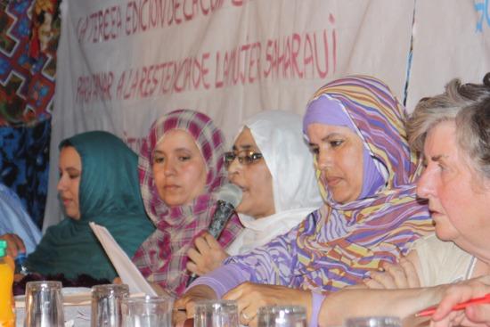 La resistencia de las saharauis protagoniza el primer congreso que el Gobierno marroquí permite celebrar en los territorios ocupados.- Andrea Momoitio