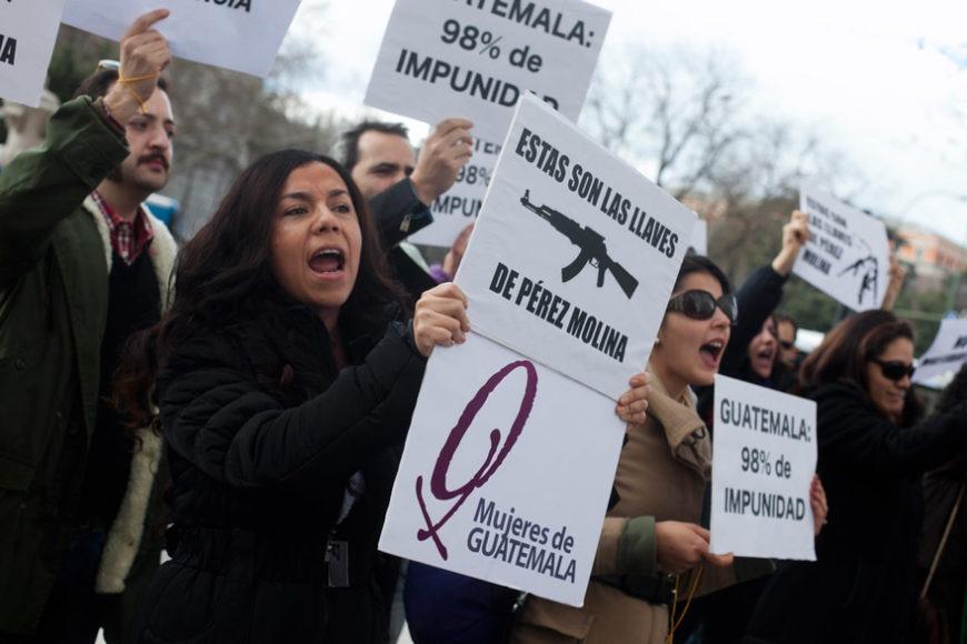 La Asociación de Mujeres de Guatemala acusa al Presidente Pérez Molina de haber participado en las masacres a la población indígena Ixil durante el genocidio en Guatemala. Foto de Gabriel Pecot