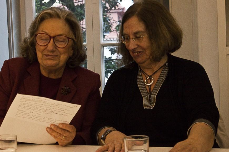 Maria Antonia Palla (izqda.) e Isabel do Carmo, en la tertulia 'Las mujeres y el 25 de abril. ¿Qué cambió?'. / Mª Ángeles Fernández