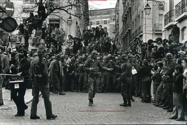 Las estámpas típicas de la Revolución están copadas por los hombres. / Cedida por la Asociación 25 de abril