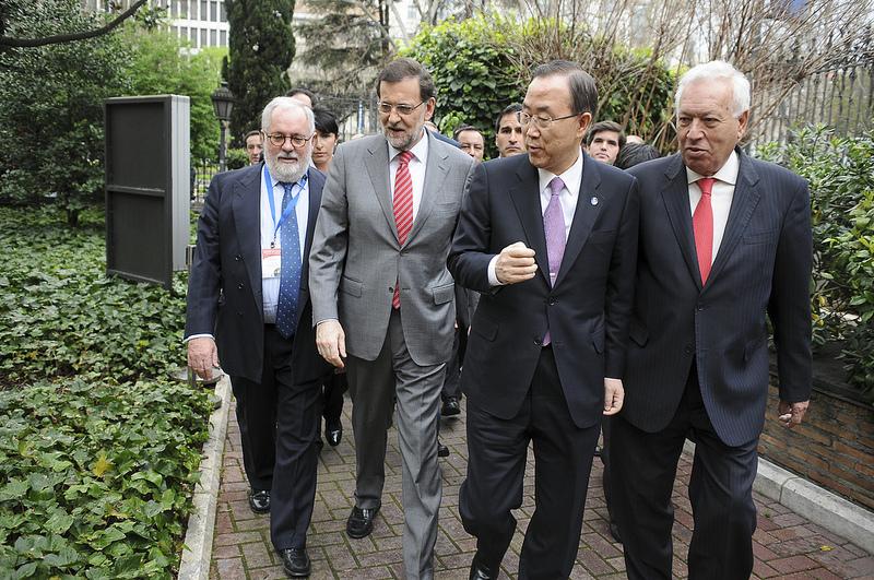 Arias Cañete, Rajoy, Ban Ki-Moon y García Margallo en una reunión de alto nivel copada por corbatas./ Casa de América