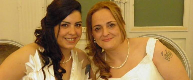 Deborah (a la izquierda) y su mujer, Amparo, el día de su boda.