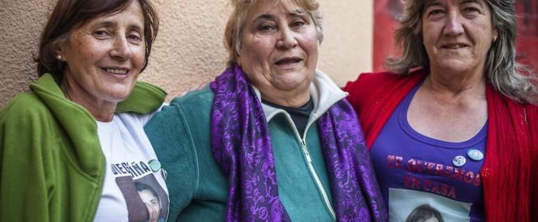 Carmen Castro, Pastora Gonzalez y Lola Riveiro en el acto de presentación de la campaña antirepresiva #15procesad@s en Premià de Mar, Barcelona./ Jordi Sancliment