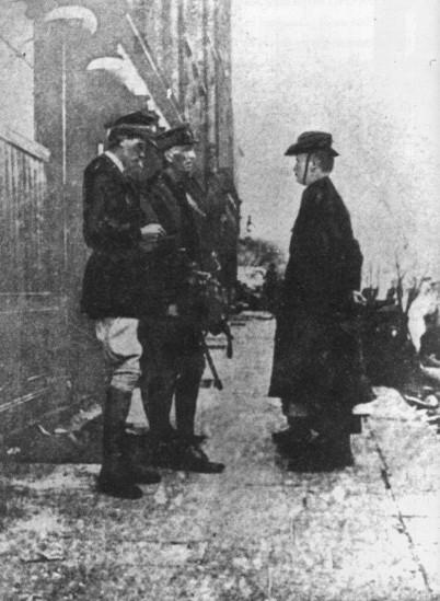En la imagen, Elizabeth O'Farrell y Patrick Pearse