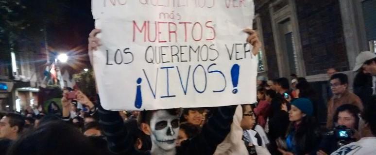 Marcha por la justicia y aparición con vida de los 43 normalistas de Ayotzinapa desaparecidos en Iguala./ PetrohsW