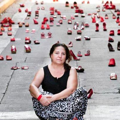 Elina Chauvet. Fotografía tomada en: http://lounge.obviousmag.org/a_cuidadosa_elaboracao_do_ocio/2014/01/2666-os-crimes-e-a-tsunami.html