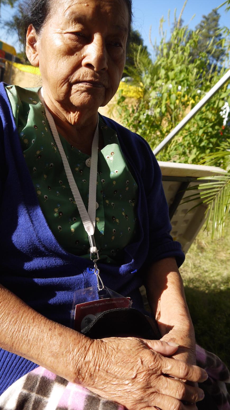 Josefina Ventura, la mujer más mayor de la caravana, acude a institutos salvadoreños a explicar a los más jóvenes los peligros de emigrar -  Soraya González Guerrero