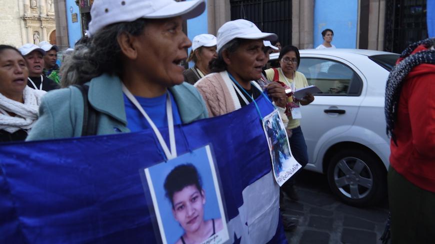 Un grupo de madres se manifiestan en Oaxaca  para exigir justicia para sus hijos e hijas desaparecidos -  Soraya González Guerrero