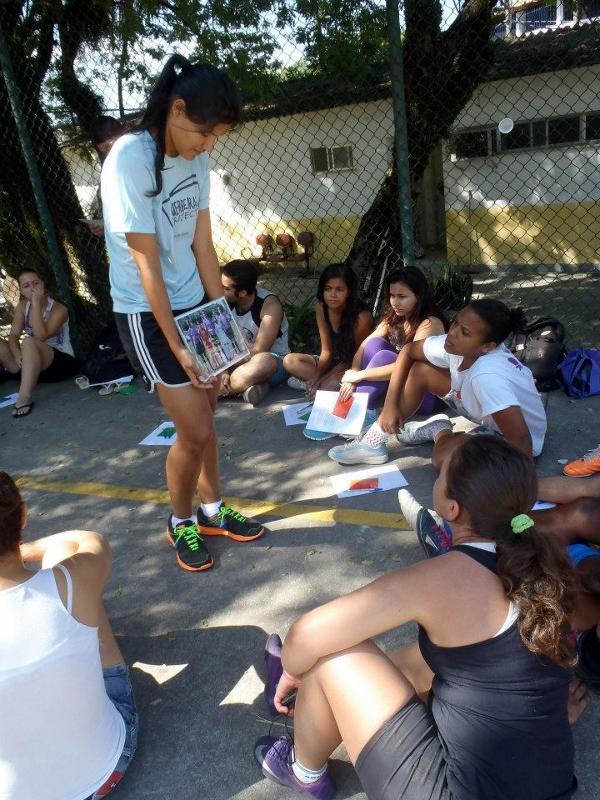 Actividad de Guerreiras Project con jóvenes en Curicica