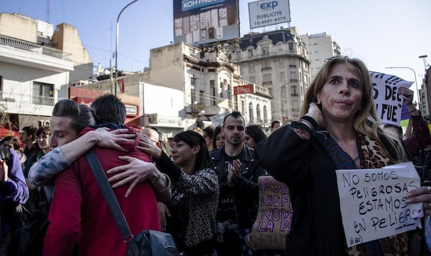 Manifestantes en un acto de calle contra el feminicidio en Buenos Aires (Argentina) tras el asesinato de la activista trans Amancay Diana Sacayán./ Constanza Portnoy