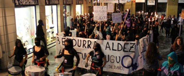 El movimiento feminista convocó dos noches de fiestas de Bilbao una manifestación con el lema 'El miedo va a cambiar de bando' como forma de protesta contra la violencia sexista./ Ecuador Etxea