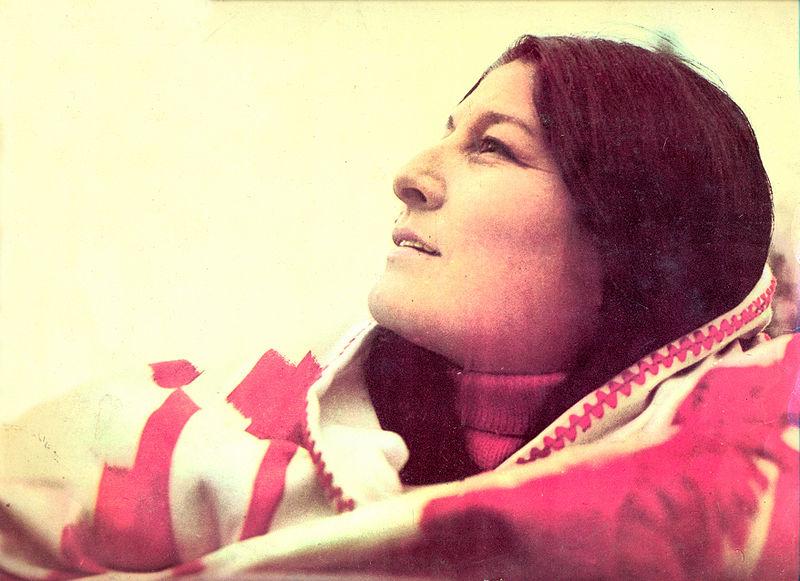 """Fotografía de la cantante argentina Mercedes Sosa perteneciente al disco """"Hasta la victoria"""" editado en Argentina en 1972."""