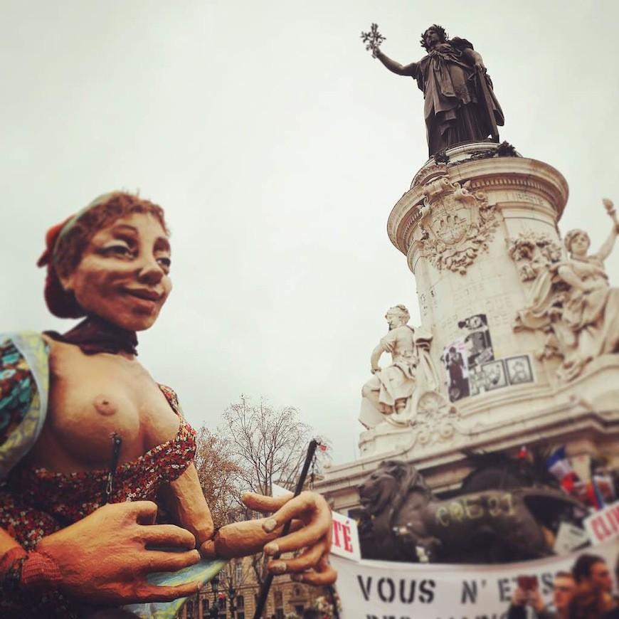 Clima y Republique, cara a cara, en una manifestación contra el cambio climático./ L.M.