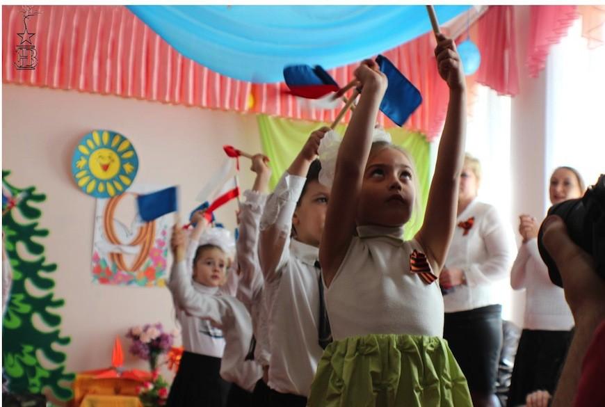 Celebració del Nou de Maig a l'escola pública d'Alchevsk / Edurne Batanero