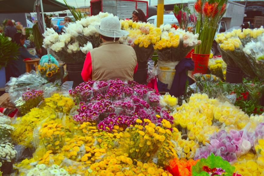 Puesto callejero de flores en Colombia. Foto: Florencia Goldsman