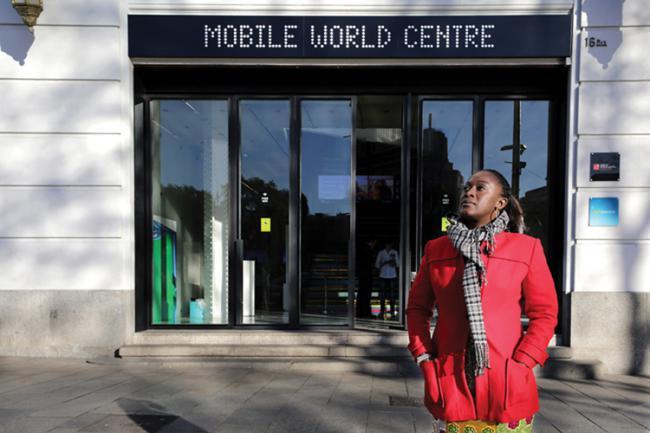 Caddy Adzuba en la entrada del Mobile World Centre