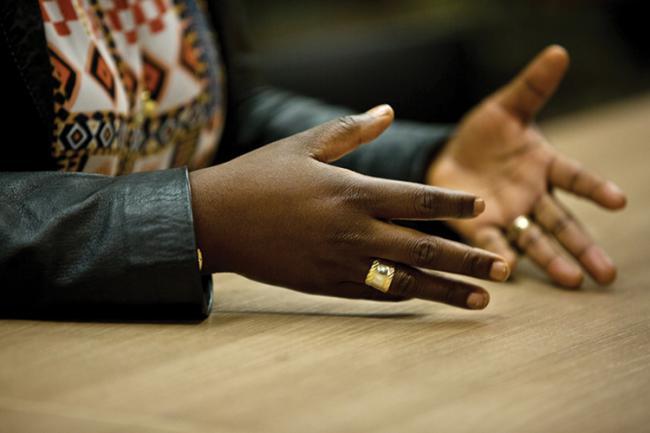 Las manos de Caddy Adzuba