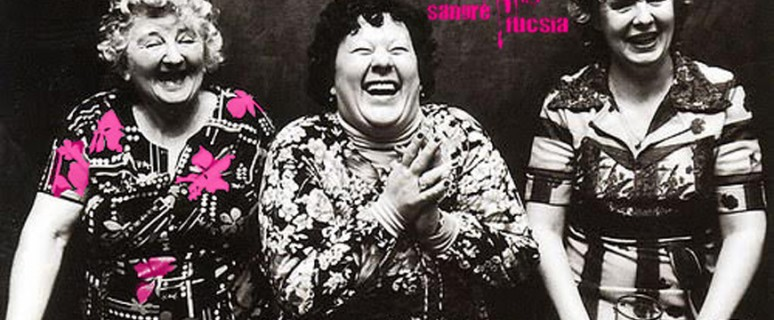 Sangre Fucsia mujeres mayores riéndose