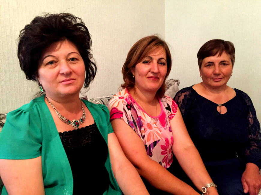 Lena y sus compañeras de trabajo./ V.M.