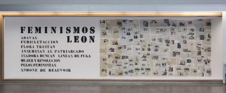 La exposición incluye recortes de prensa./ MUSAC