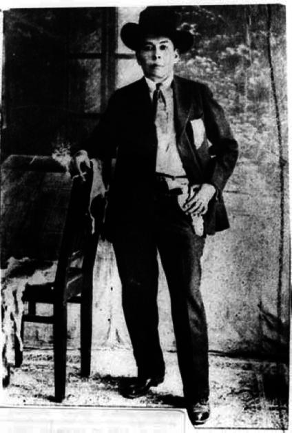 Retrato de Amelio Robles, ca. 1915. (Cortesía del Instituto Nacional de Antropología e Historia, Archivo Casasola.)