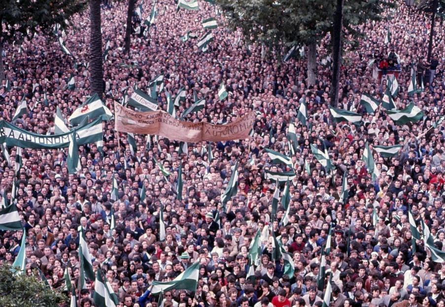 El 4 de diciembre de 1977, el pueblo andaluz sale a la calle para exigir reconocimiento nacional y autonomía.Muchas personas celebran en esta fecha, y no el 28 de febrero, el Día nacional de Andalucía.