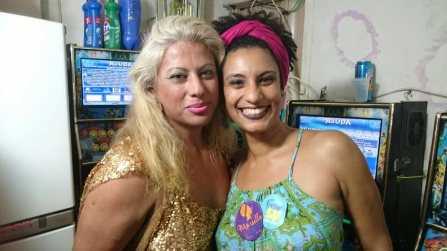 Indianara Siqueira (izda) y Marielle Franco en la presentación de la candidatura de Indianara. /Foto: Divulgación Marielle Franco