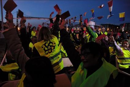 Las mujeres sacaron tarjeta roja por el incumplimiento de las leyes de igualdad. / Foto: Andrea Bosch