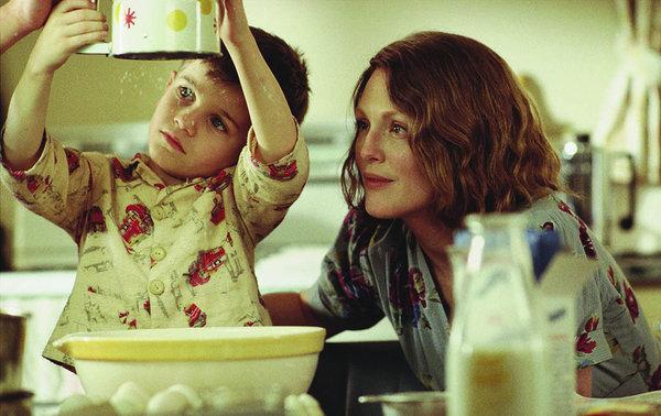 Julianne Moore interpreta a una madre abnegada en 'Las horas'