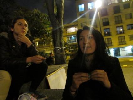 Yiya Sandoval (izda) y Paola Vargas, integrantes de la Comisión de Género de Paz a la Calle. / Foto: Begoña Barberá