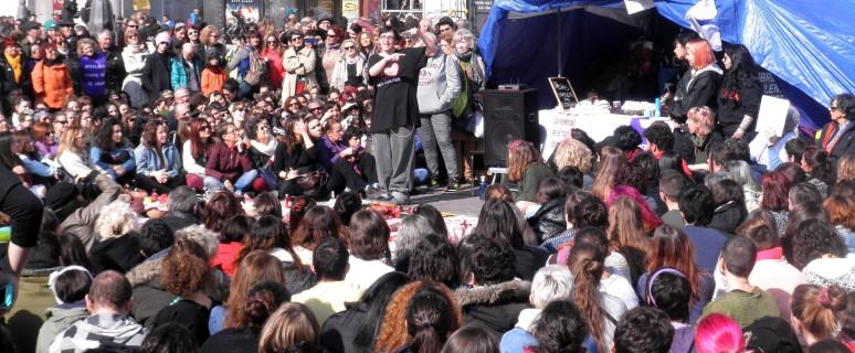 Pamela Palenciano actúa en Sol para que las reivindicaciones sigan vivas. / Foto: Esmeralda R. Vaquero