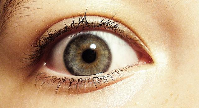 Imagen de un ojo muy abierto