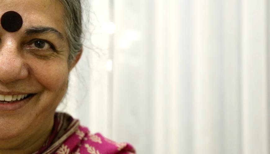 Vandana Shiva, durante la entrevista con Pikara. / Foto: Lucía Muñoz