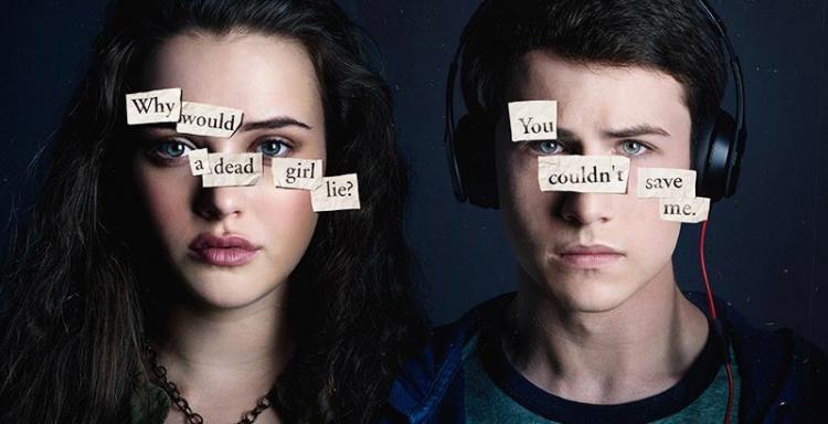 'Por trece razones'. Imagen promocional. El primer mensaje dice '¿Por qué iba a mentir una chica muerta?' y el segundo 'No me podías salvar'