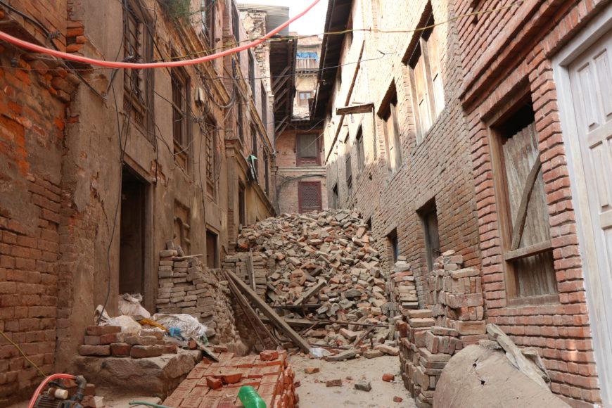 Los destrozos causados por el terremoto siguen siendo evidentes en muchos puntos de Nepa. / Foto: Miradas en la frontera