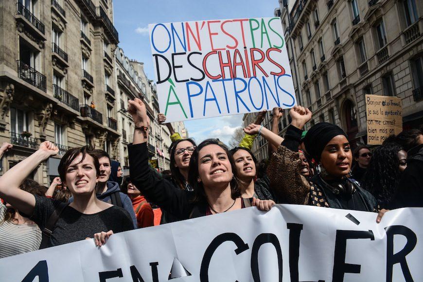 Mujeres gritan consignas contra la reforma laboral./ Teresa Suárez