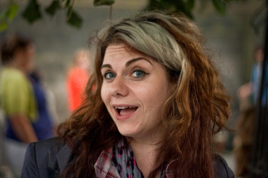 Fotografía del rostro de la escritora Caitlin Moran