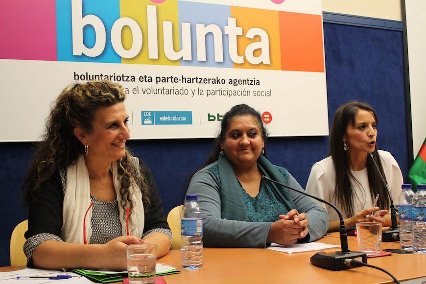 Ponentes de las jornadas 'Mujeres Gitanas: Presentes y visibles' organizadas por Sim Romi, donde mujeres gitanas reflexionaron sobre su visilidad en la esfera pública. Las mujeres hicieron un reconocimiento a los grandes avances que está viviendo el Pueblo Gitano y quisieron dar cuenta de ello./ Foto: Ecuador Etxea