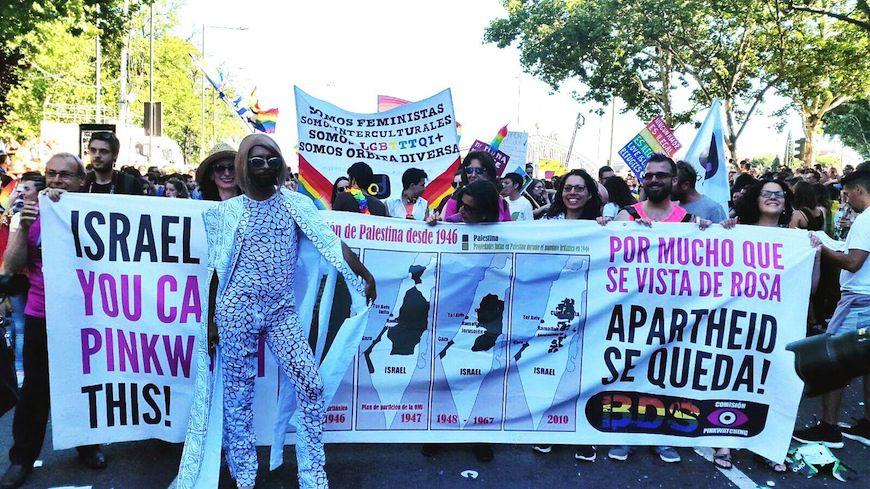Pancarta contra el 'pinkwashing' en el Orgullo Crítico celebrado el 28-J de este año en Madrid./ Foto cedida por la Comisión del BDS Pinkwatching