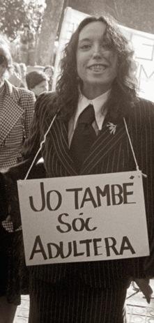 Maruja Torres en una manifestación por la despenalización del adulterio en 1976.