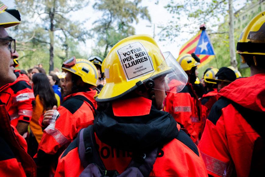 28 de septiembre. Los bomberos, a favor del referéndum, se reúnen en el Museu d'Història de Catalunya, y más tarde salen a formar parte de la manifestación que agrupó a unos 16.000 estudiantes.