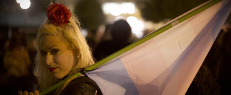 Activista trans en las calles de Atenas durante una manifestación./ Foto: Hibai Arbide Aza.