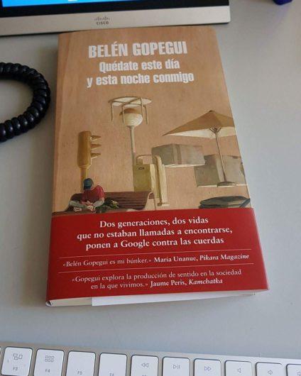 Imagen de la portada: en la faja incluye cita de María Unanue