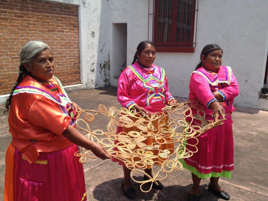 Imagen de uno de los talleres que dio en México con mujeres mazahuas. / Foto: cedida