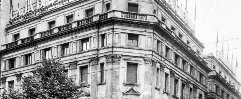 El edificio cuando era la Caja de Ahorros Municipal de Bilbao.