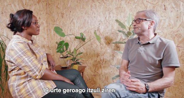 Igor y Augustine comparten sus experiencias de exilio.
